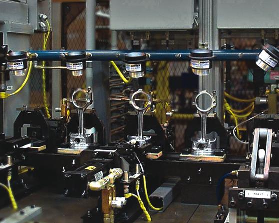 Amplificadores de flujo de aire Exair enfrían pistones de motor antes de ensamblado.
