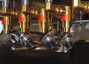 Arreglo de Amplificadores de flujo de aire Exair para enfriar block de motor Diesel.
