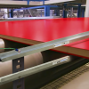 Barra Ionizadora para eliminar estática Exair elimina cargas electroestáticas en parte de madera laminada