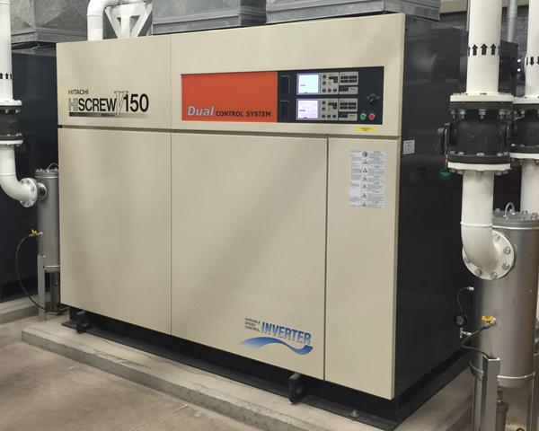 Compresor de aire lubricado de tipo tornillo Duplex Hitachi Serie OSP de 150 kW.
