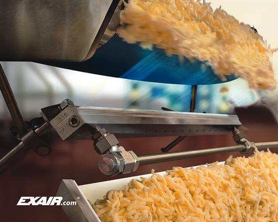 Cortina de aire Exair de acero inoxidable grado alimenticio ayuda en proceso de empaque de queso.