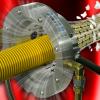 Cortina de aire circular de iones Exair Ion Air Wipe elimina estática y contaminantes de formas cilíndricas como manguera o tubo.