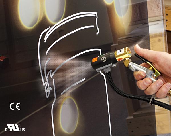 Pistola de aire Ionizado Exair es utilizada para eliminar la carga estática de una impresión en polyvinyl.