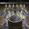 Súper Boquillas de aire de 2 pulgadas limpian pieza al salir de proceso de lavado.