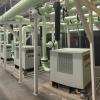Sistema de tres compresores Hitachi OSP75 de 100 HP para alimentación de loop principal en planta automotriz.