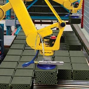 Sistema de vacío con aire comprimido EVac Exair es utilizada en por un robot para acomodar material.