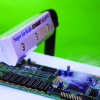 Super Air Knife Exair limpia tarjeta electrónica.