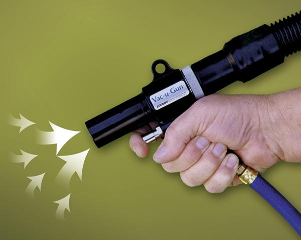 Aspiradora neumática de mano Vac-u-Gun Exair es ergonómica y ligera, haciendo fácil su uso continuo.
